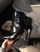 Zniszczone buciki dla fetyszysty...
