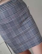 Krótka spódniczka w kratkę...