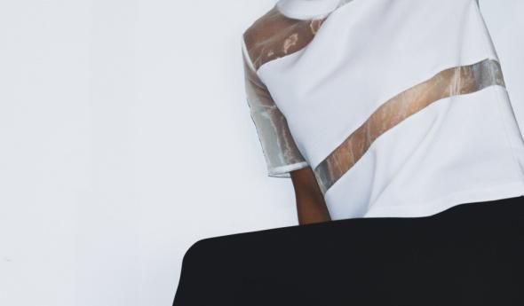Bluzki Nienoszona biała bluzka z wstawkami z przezroczystego materiału