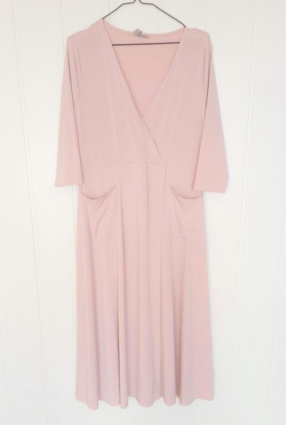 Różowa sukienka Asos 46 3XL brudny róż midi baletnica dekolt su...