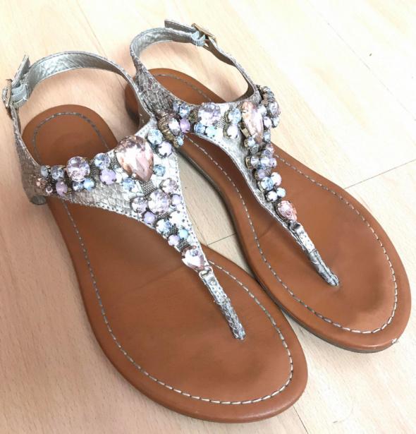 Sandały GUESS sandałki japonki 38