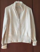 krotki bezowy sweter damski...