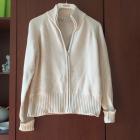 krotki bezowy sweter damski