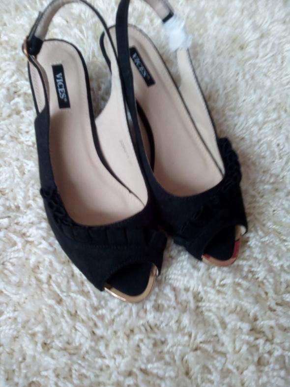 Czarne nowe sandałki 37
