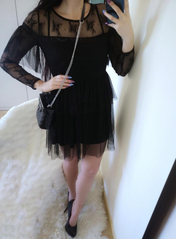 Sinsay Sukienka damska z koronką i falbankami S 36