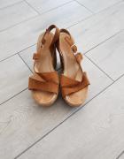 Skórzane sandały na koturnie Lasocki rozm 36