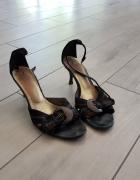 Eleganckie skórzane sandały na obcasie rozm 36...