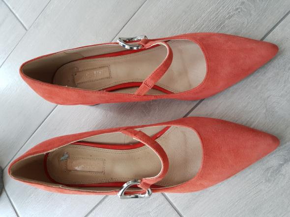 Koralowe nowe skórzane buty...