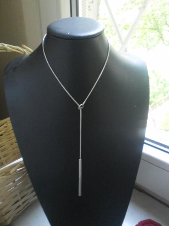 Ciekawy srebrny przekładany naszyjnik