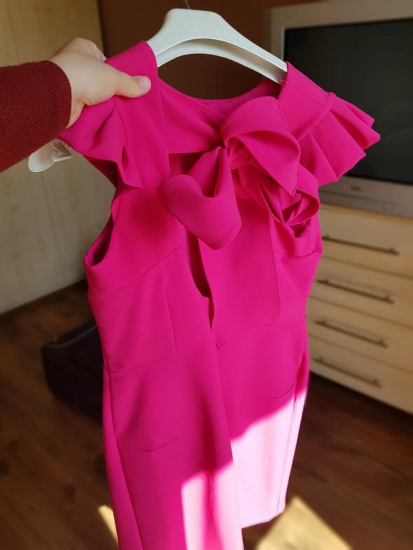 Sukienka z kokardą...