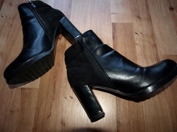 Czarne botki 37
