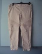 spodnie rurki z suwakmi...