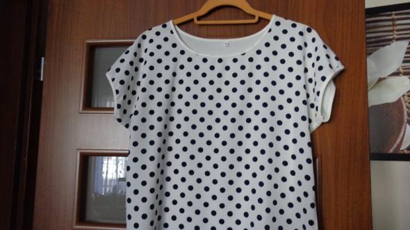 Biała bluzka w czarne grochy