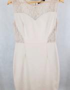 Beżowa sukienka z koronką wycięcia Hostar XL L...