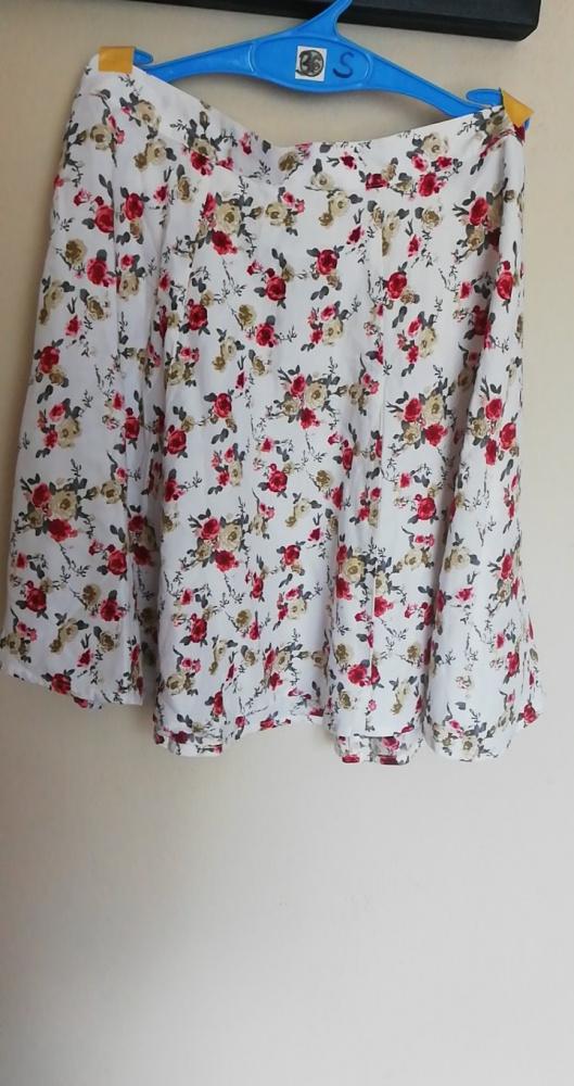 Spódnice Spódniczka w kwiaty nowa