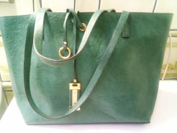 Zielona torebka mieszcząca A4...