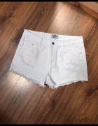 Białe spodenki jeans XL...