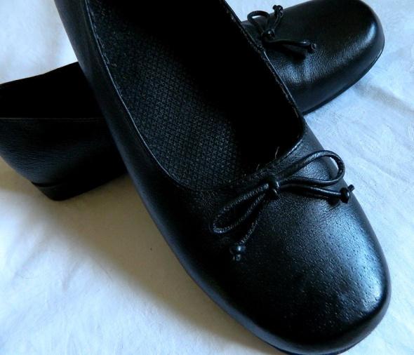 Czarne baleriny z kokardkami skóra r 40 26 cm