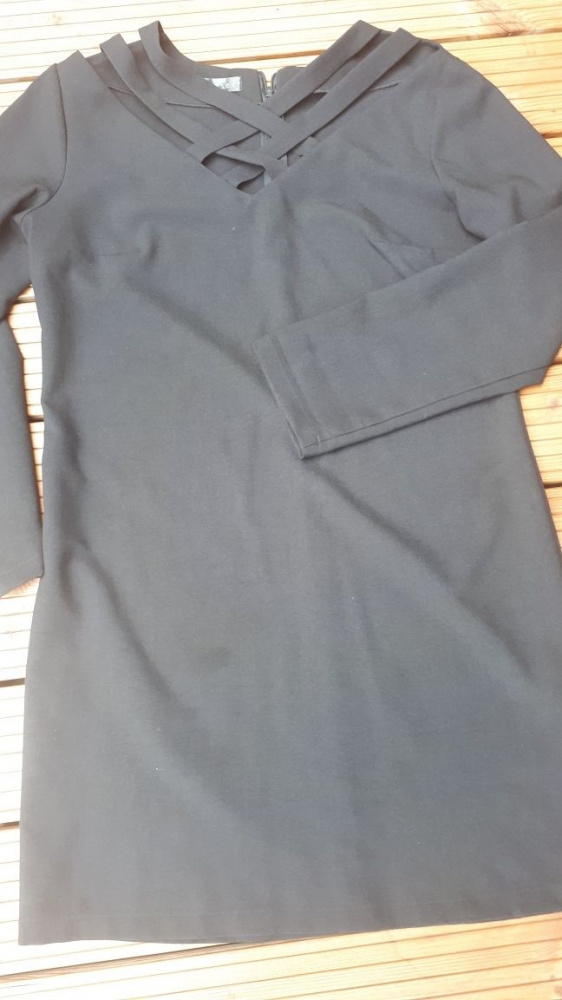Czarna sukienka Forseti