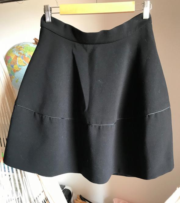 Klasyczna rozkloszowana spódnica H&M czarna 40 L kieszenie gruba 38 M
