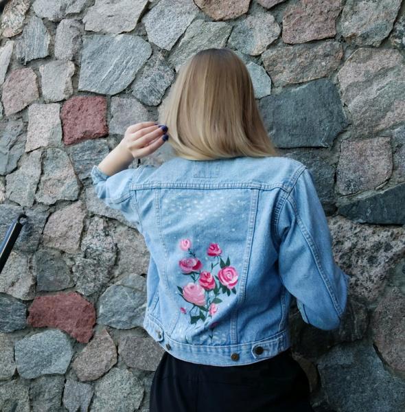 kurtka jeansowa w kwiaty