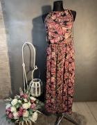 Sukienka wiązana na szyji...