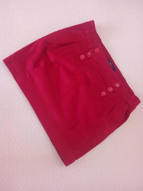 Czerwona spodniczka