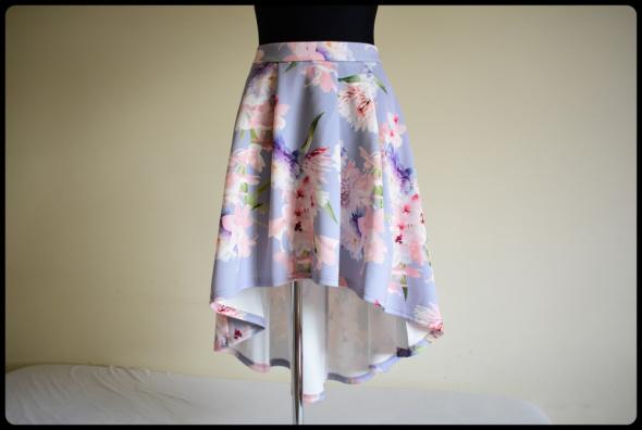Cudna kolorowa spódnica dłuższa z tyłu stan idealny 42 XL