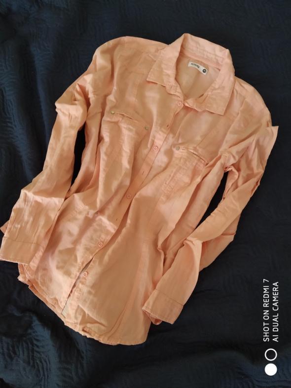 Brzoskwiniowa koszula