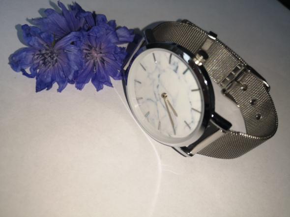 Zegarki Elegancki zegarek na srebrnej bransoletce
