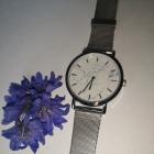 Elegancki zegarek na srebrnej bransoletce