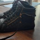 Buty sneakersy rozmiar 41 złoty zamek płaskie