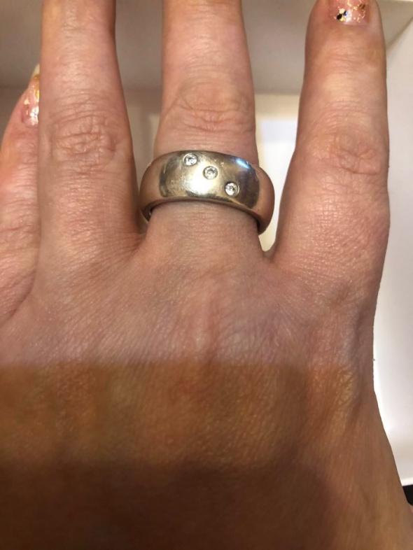 Śliczna srebrna obrączka większa 925