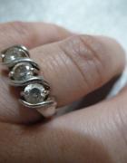 pierścionek srebrny 3 cyrkonie...