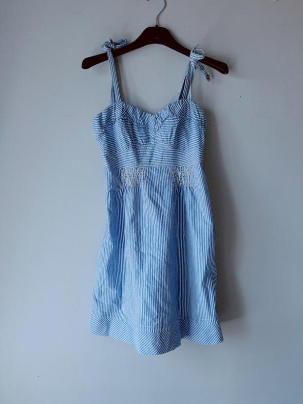 Idealna niebieska sukienka w paski...