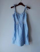 Idealna niebieska sukienka w paski