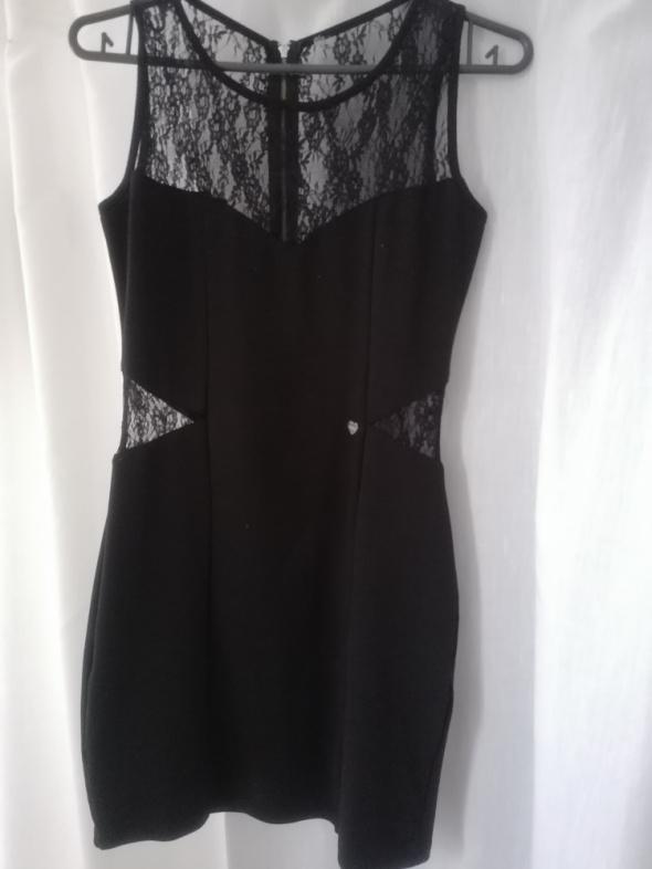 Suknie i sukienki Czarna sukienka z koronkowymi wstawkami