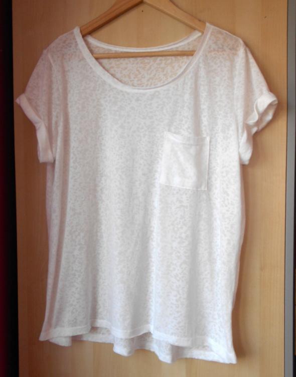 New Look biały tshirt koszulka mgiełka kieszonka