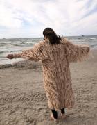 Zjawiskowy sweter z frędzlami...