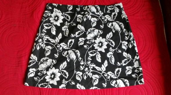 Spódnica Krótka Mini Czarna Kwiaty Białe M Nowa