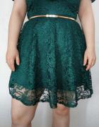 Sukienka w kolorze butelkowej zieleni...