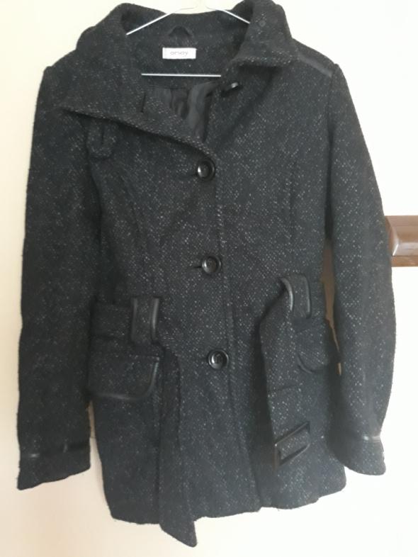 Czarny płaszcz krótki jesienny Orsay...