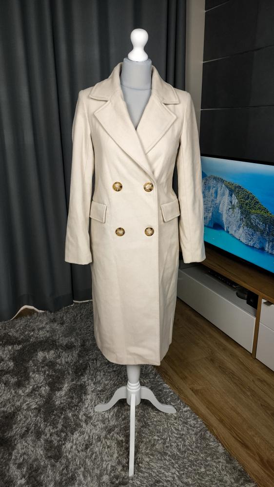 Kremowy płaszcz RESERVED