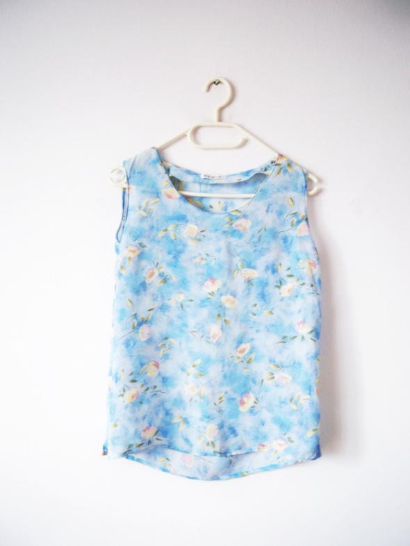 Niebieska bluzka błękitna mgiełka w kwiaty floral vintage...