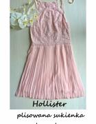 Pudrowa plisowana sukienka koronkowa Hollister XS S wesele osie...
