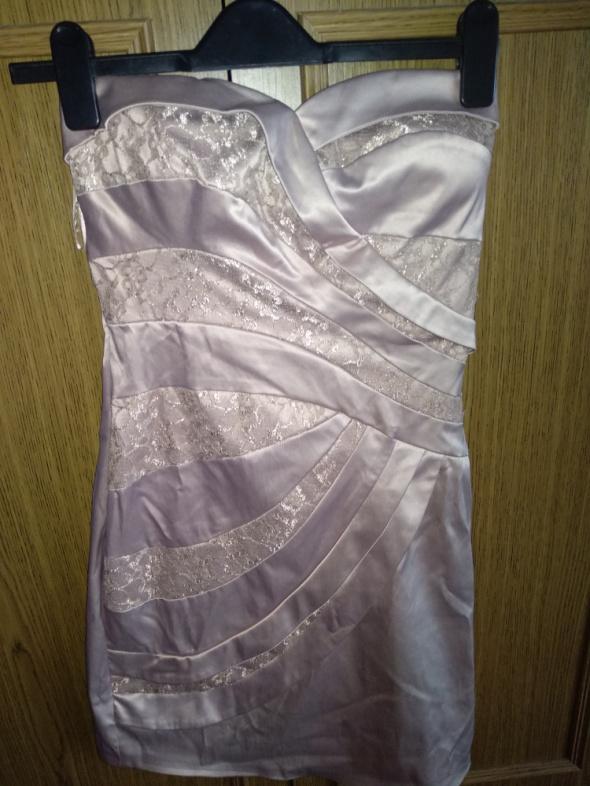 Sukienka w kolorze nude