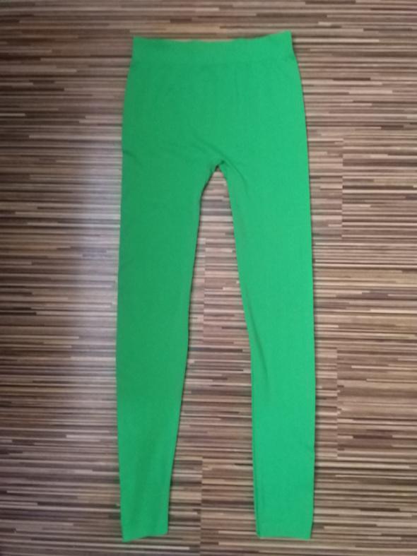 Zielone nieprześwitujące legginsy