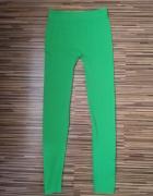 Zielone nieprześwitujące legginsy...