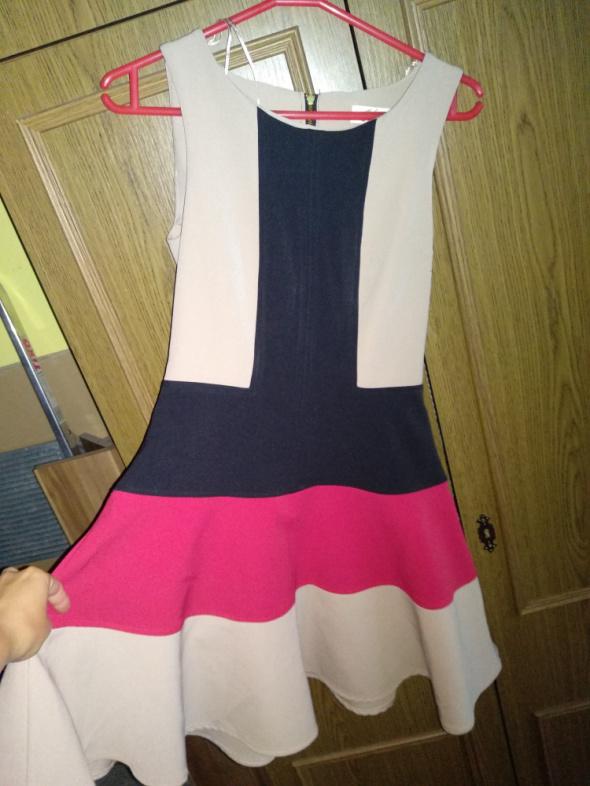 Suknie i sukienki Śliczną rozkloszowana sukienka