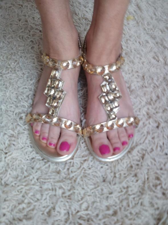 Piękne ałote sandałki 36